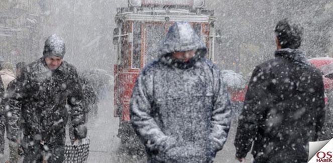 İstanbul'da kar ve tipi ulaşımı aksatıyor